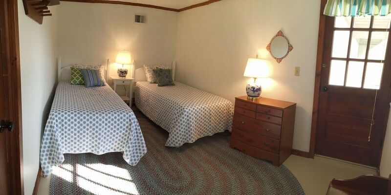 lower level twin room