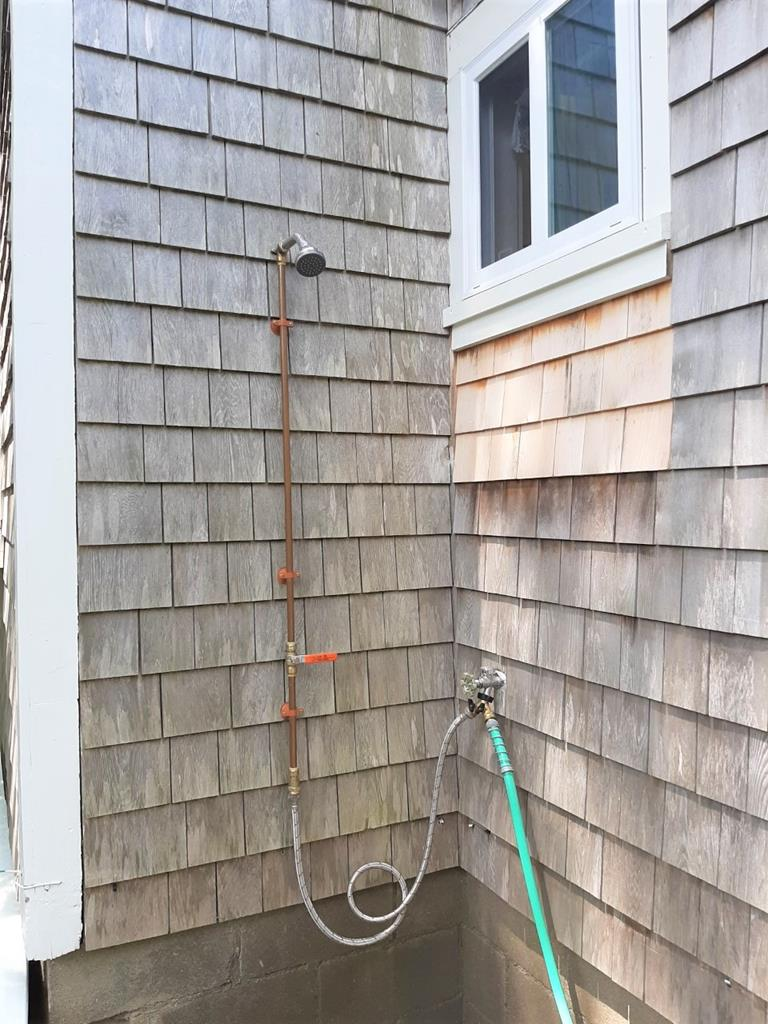 outdoor rinsing shower ( cool only)