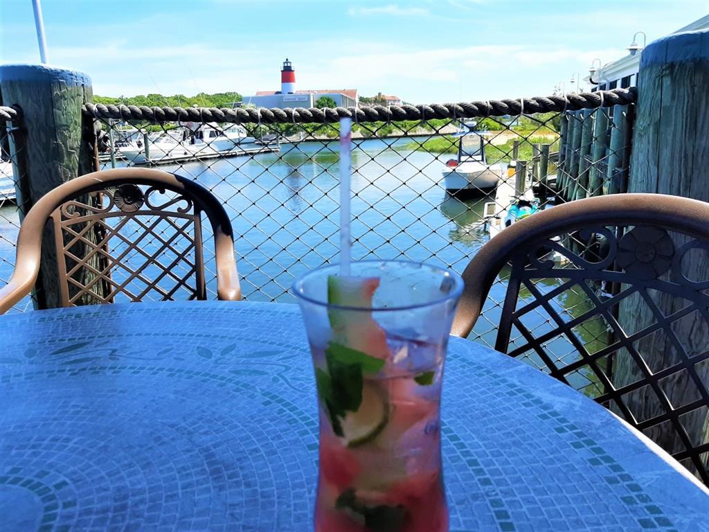 Tropical drinks waterside!!