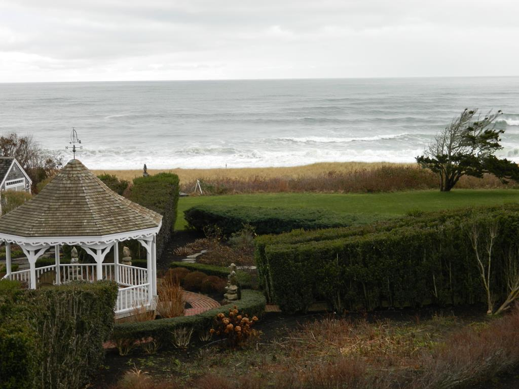 Gazebo and surf