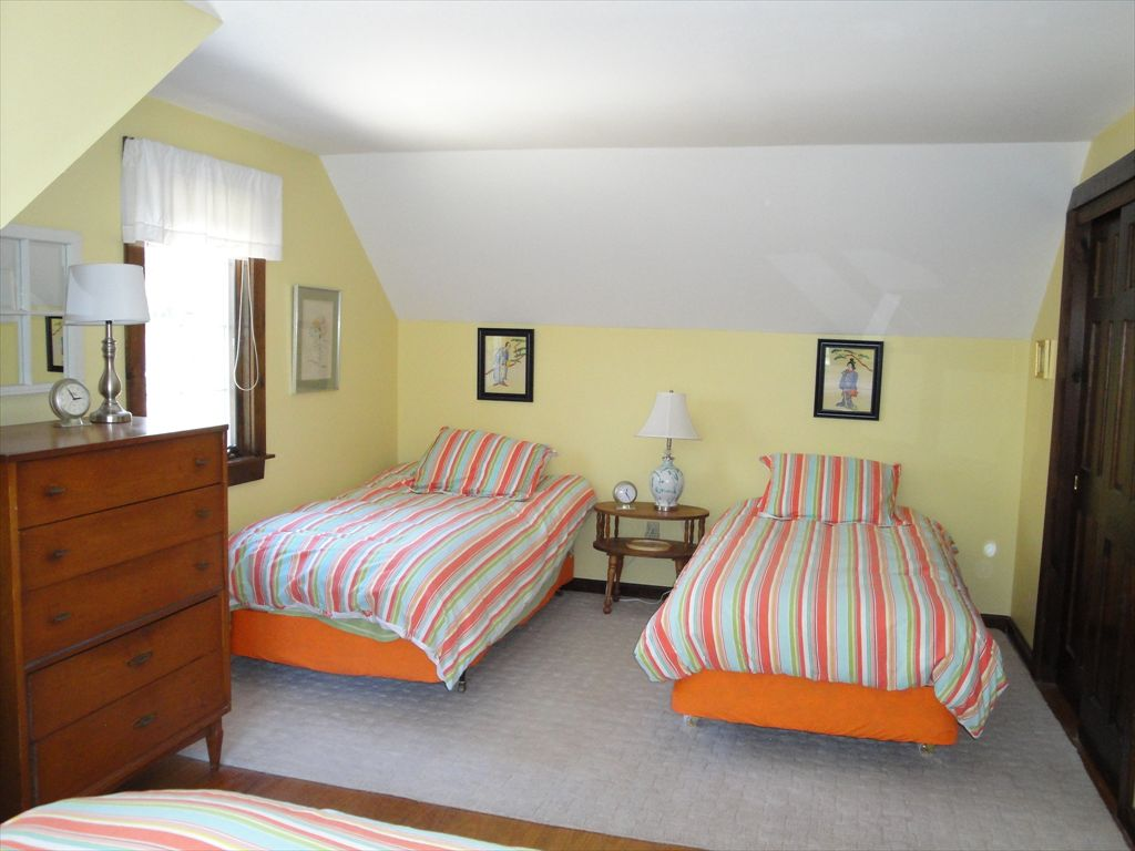 View %352 Upstairs bedroom with Queen and two twin beds
