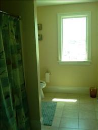 full bath with tub/shower 2nd floor queen bedroom