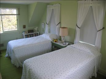 2nd floor bedroom with 2 twins