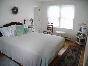 Upstairs Master Bedroom with Queen Bed and Bath