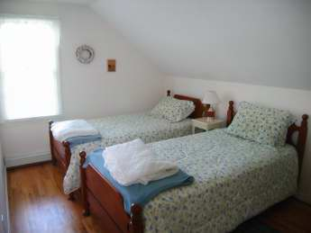 3rd Upstairs Bedroom with Twin Beds