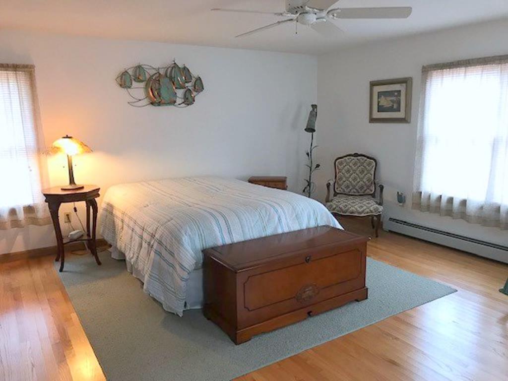First Floor Master Bedroom - Queen