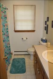 Second Floor Bathroom (Full)