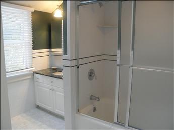 2nd floor Full bath