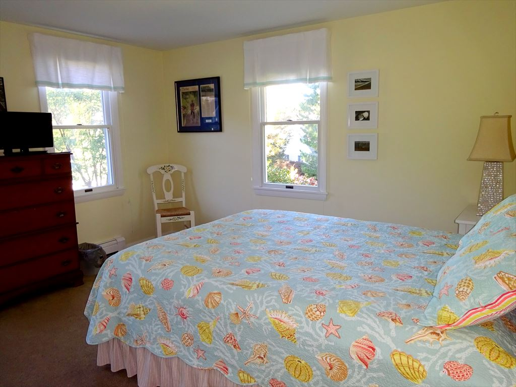 First floor bedroom with 2 twins & AC unit