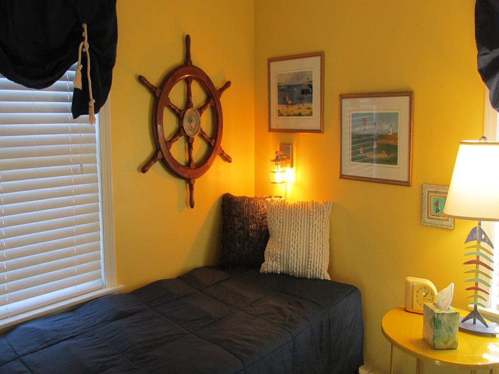 Bedroom - Queen - Downstairs