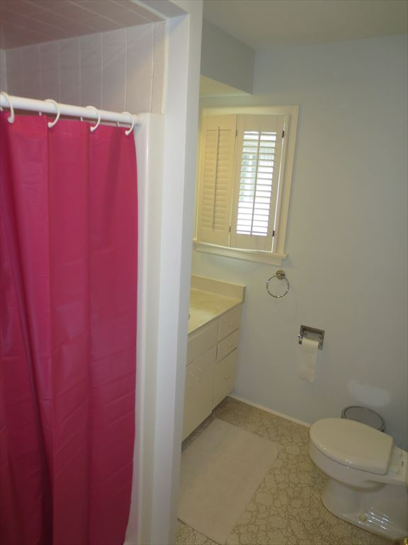 Bath attached to Queen and Twin bedroom