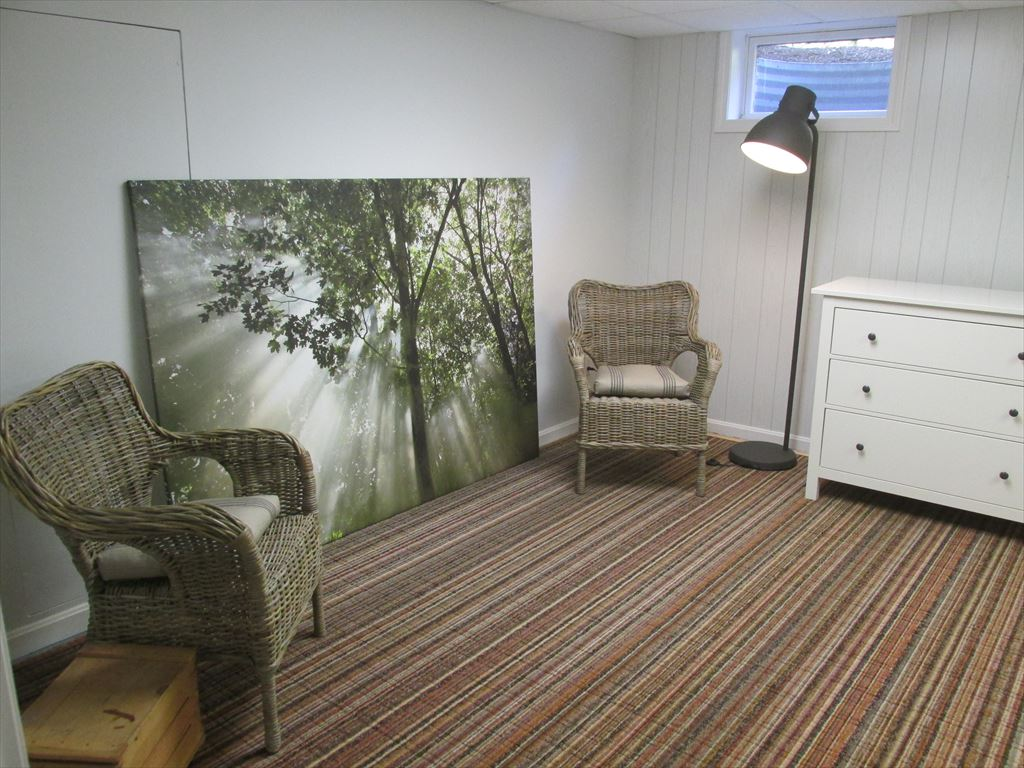 sitting area in lower level bedroom