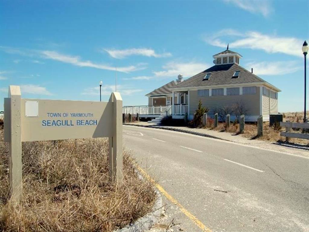 SEAGULL BEACH short drive away