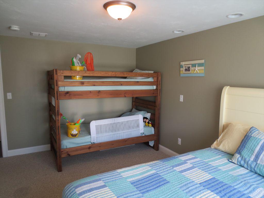 Bunk beds in 3rd bedroom