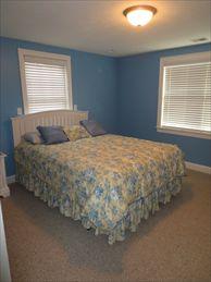 Queen Bedroom %352