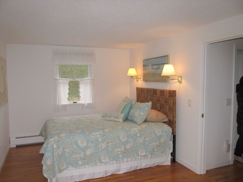Upstairs bedroom with Queen and Twin bed
