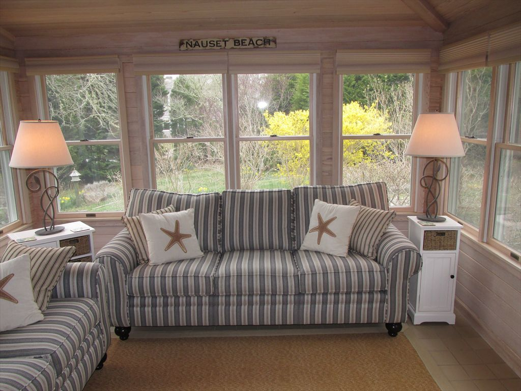 Sun Room/Family room w/ flat screen TV