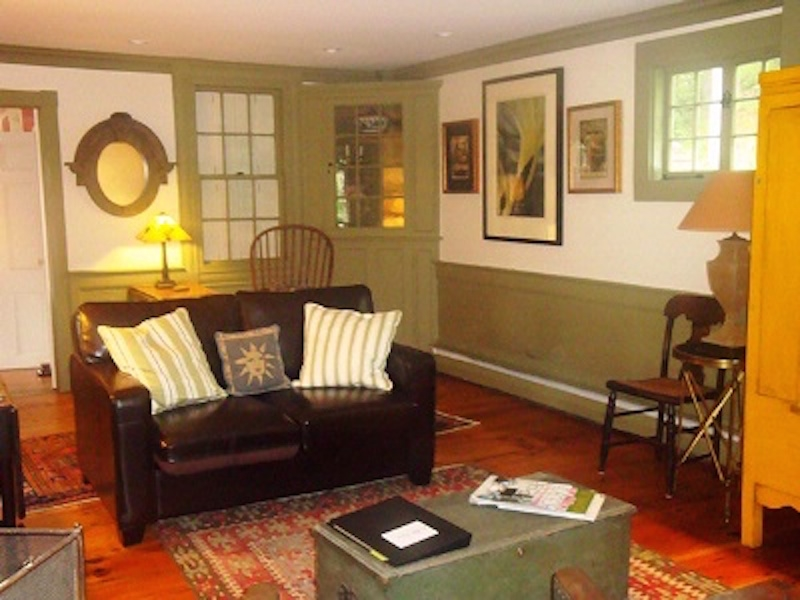 3 Bedroom Home - Living Room (Many Antiques In This Home)