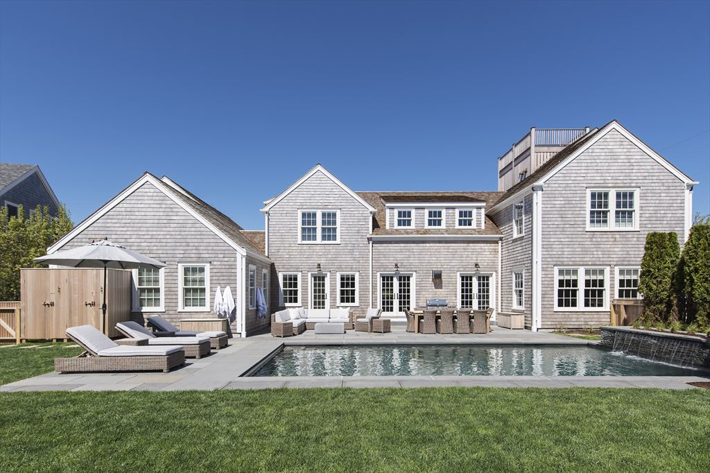 64 Cliff Rd, Nantucket