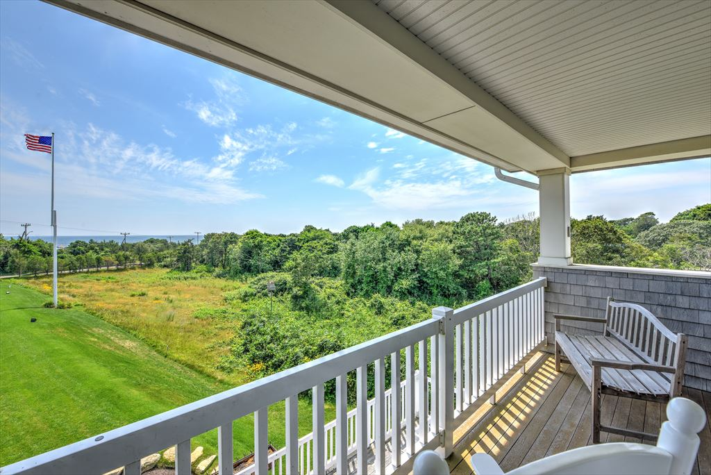 Upper level balcony shared by two master bedrooms