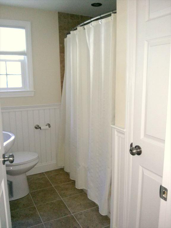 Main Full Bath off hallway
