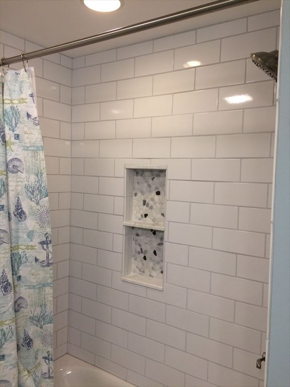 Second Floor Tub/Shower