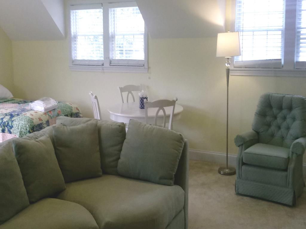 Family Room w/Card Table, TV, 2 Queens