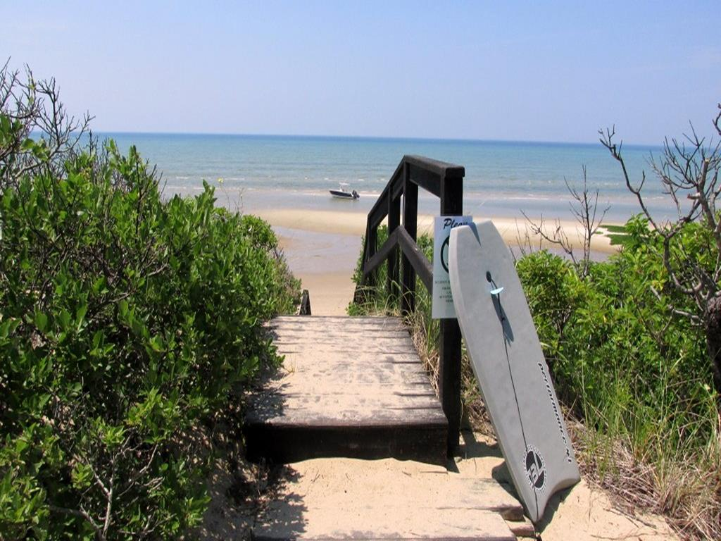 Bay View Drive - Association Stairs to Beach