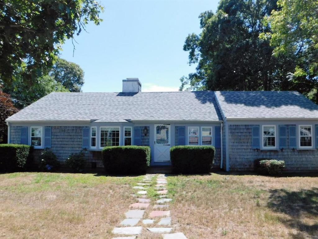 35 Harbor Road, West Yarmouth