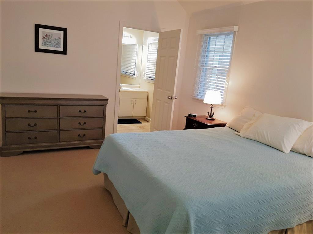 First floor master bedroom w/en-suite bath