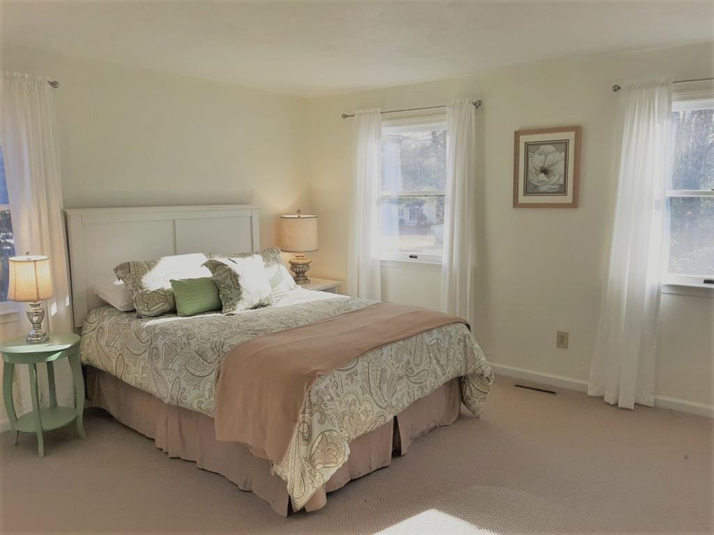 Second floor bedroom with Queen facing frontyard