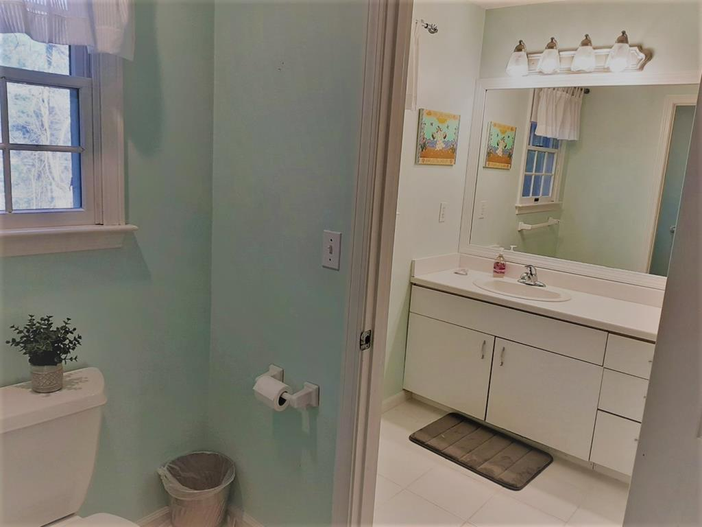 Second floor full bath with tub/shower