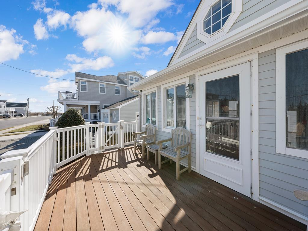 10 E 25th Street, Avalon (Mid-Island) - Picture 3