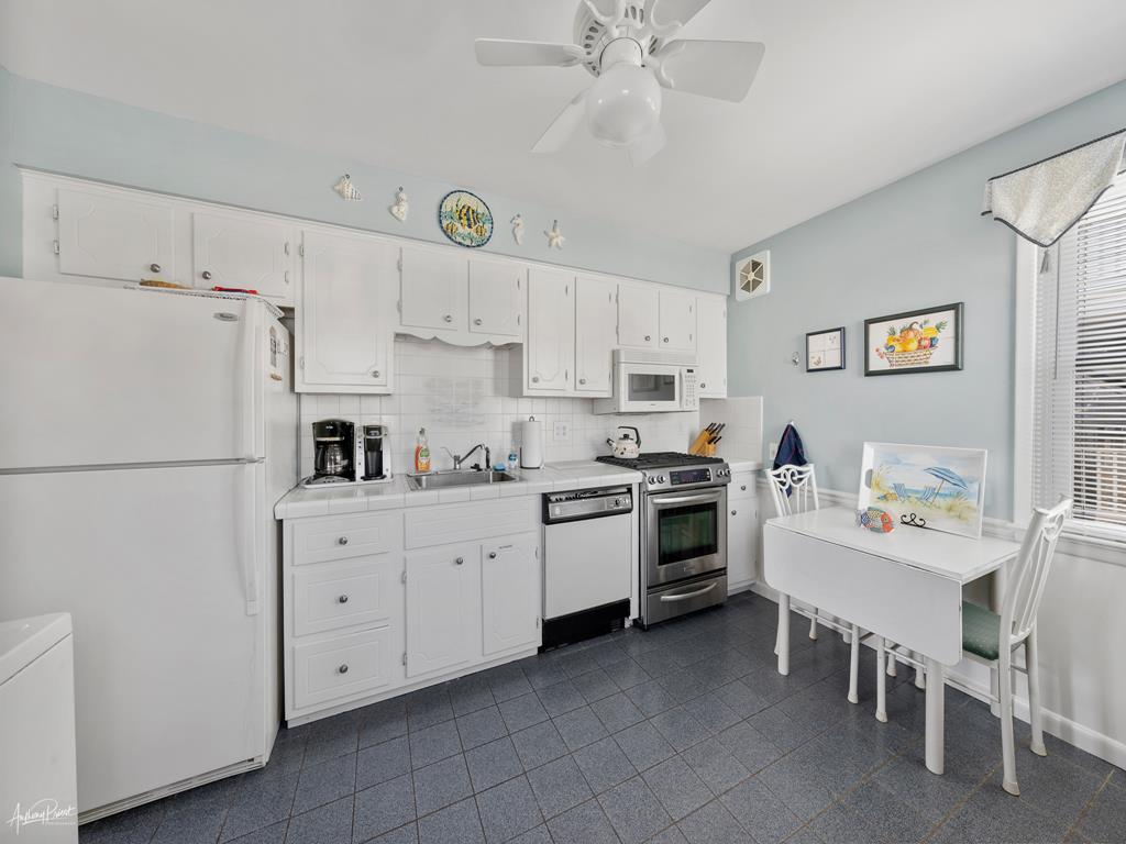10 E 25th Street, Avalon (Mid-Island) - Picture 9