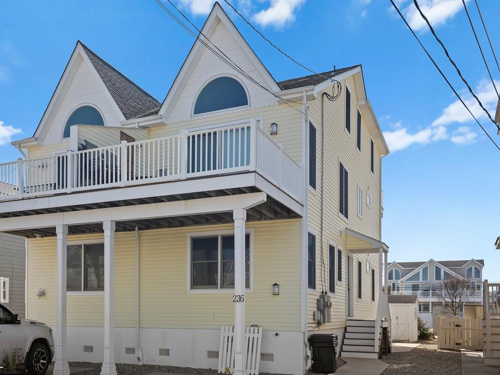 236 25th Street, Avalon (Mid-Island) - Picture 1