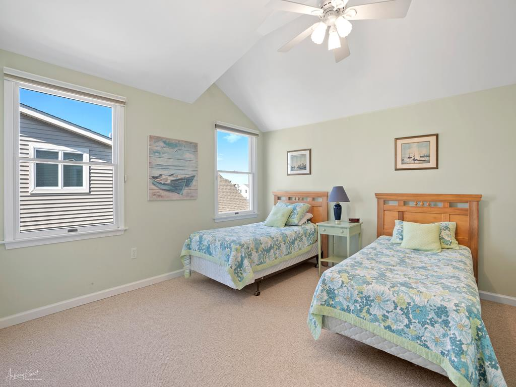 236 25th Street, Avalon (Mid-Island) - Picture 2