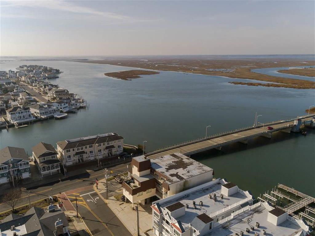 9511 Sunset Drive, Stone Harbor (Bay Front) - Picture 3