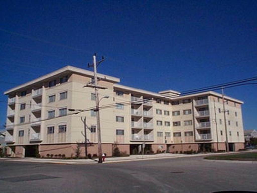 8001 Second Avenue, Stone Harbor (Center)