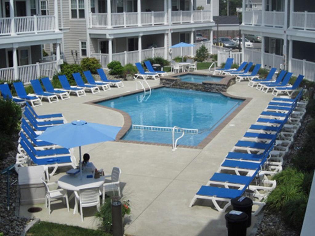 700 Ocean Drive, Avalon (Center)