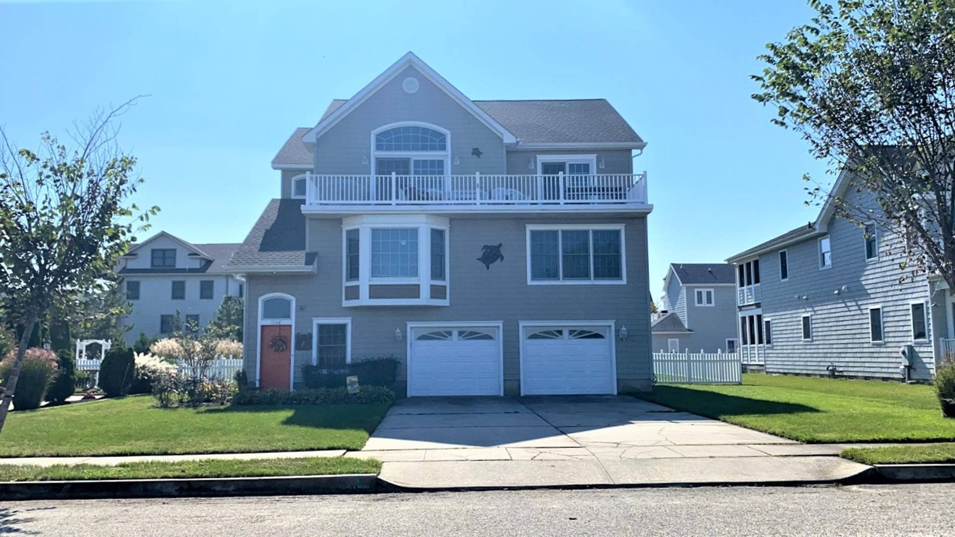 The Ashley Scott House Is Located On East End Of Cape May In Poverty Beach Section It Offers Upstairs Living E With 3rd Floor Deck Overlooking