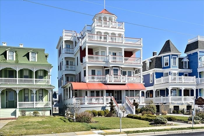 Have Your Next Vacation At The Sea Mist A Cape May Beachfront Condo White Sand Beaches And Promenade Are Just Outside Front Door