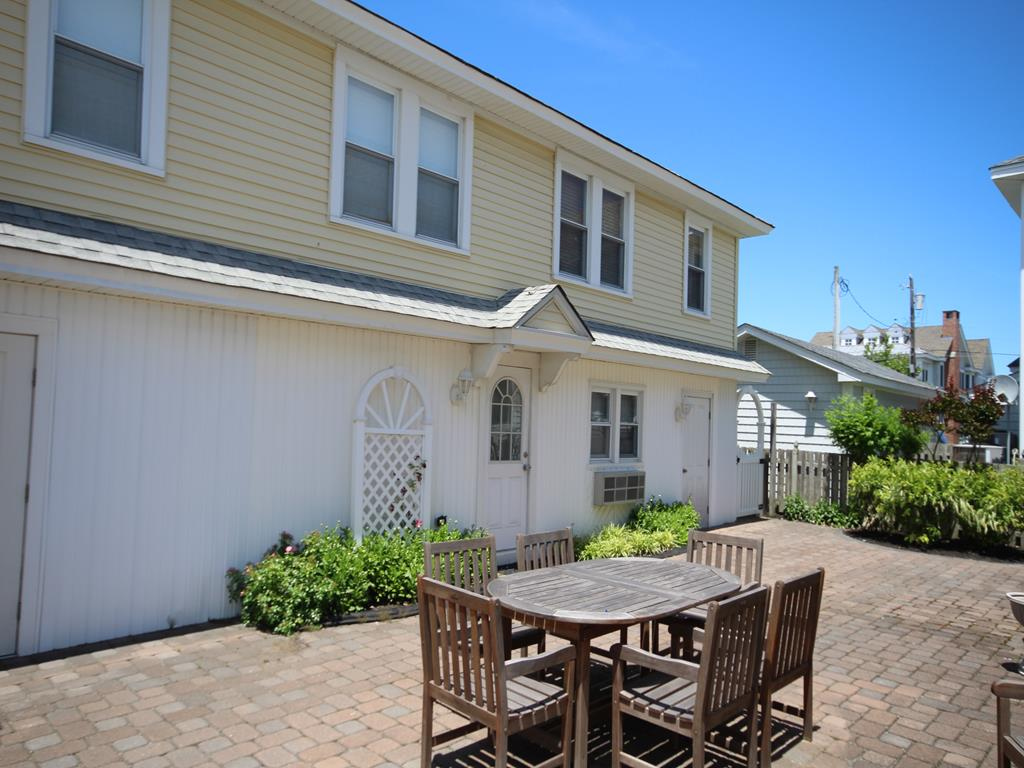 10007 First Avenue, Stone Harbor (Center)