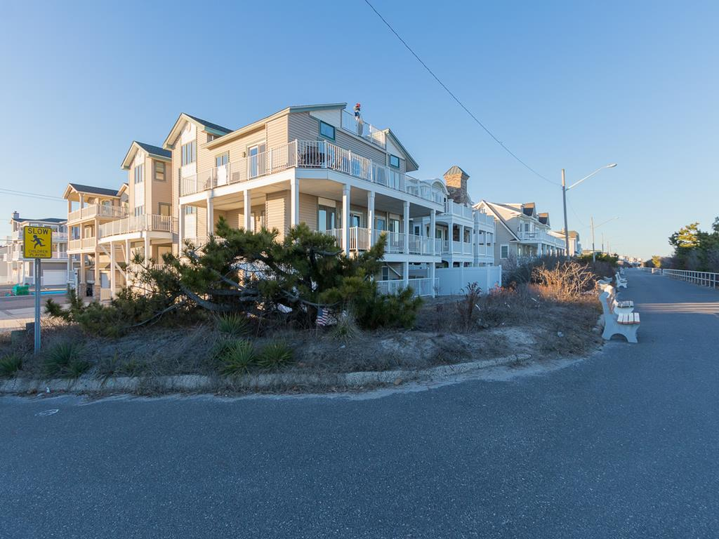9 57th St, Sea Isle City (Beach Front) - Picture 1