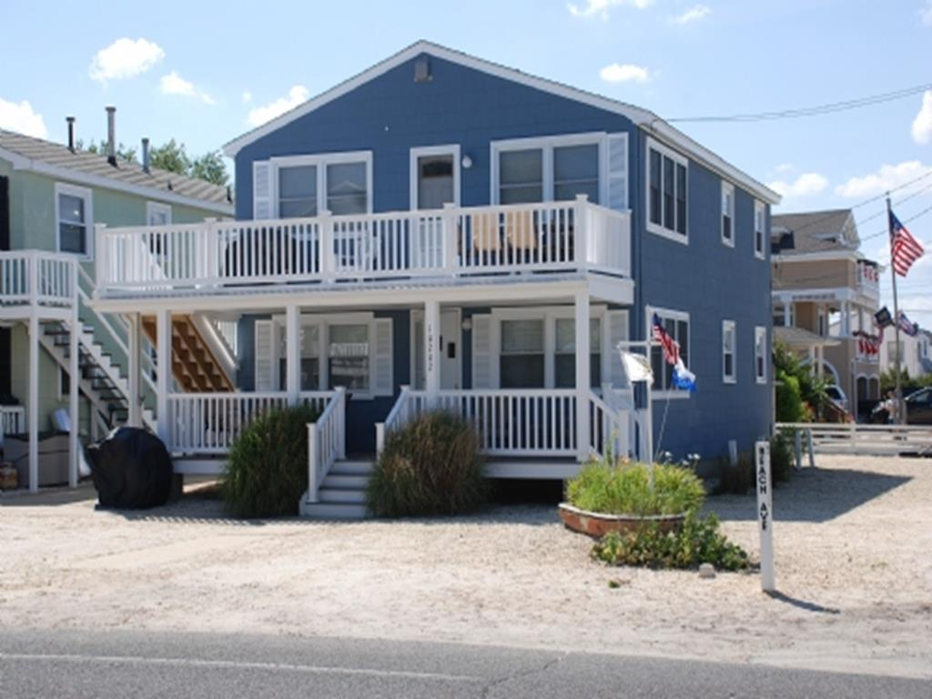 10202 Beach Avenue, 1 Floor, Beach Haven Park